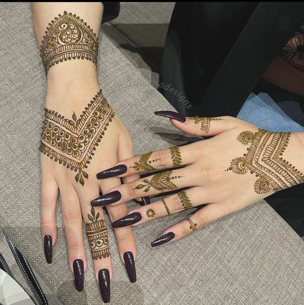 Alizeh Jamali (Henna Artist) Wiki, Age, Family, Facts & More 11