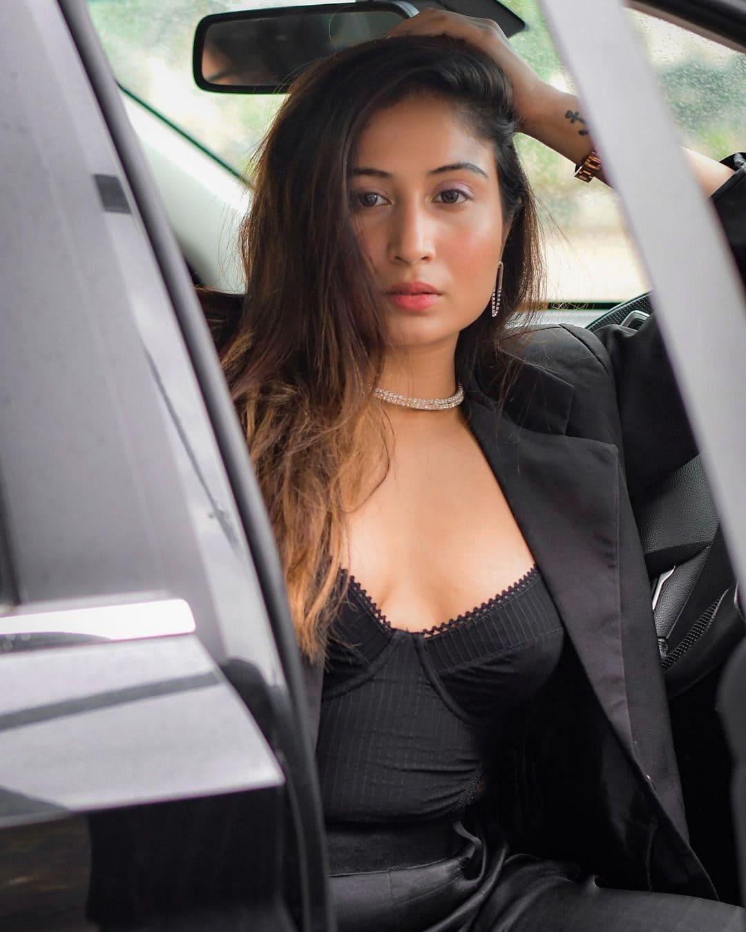 Shreya Kalra Wiki, Age, Boyfriends, Net Worth & More 7
