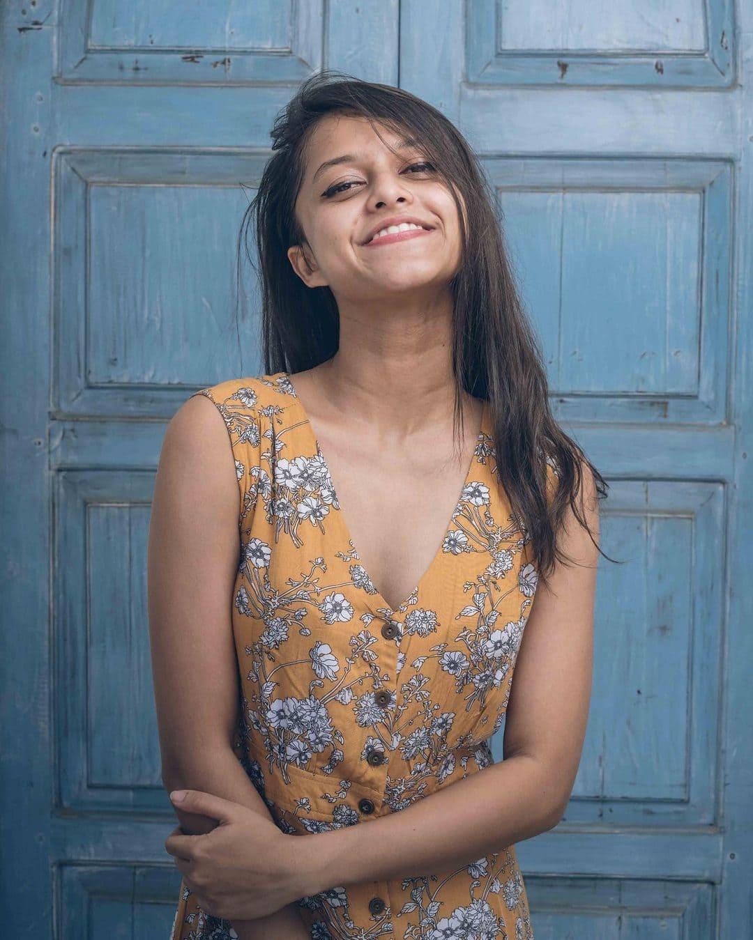 Yohani (Singer) Wiki, Age, Boyfriends, Net Worth & More 3