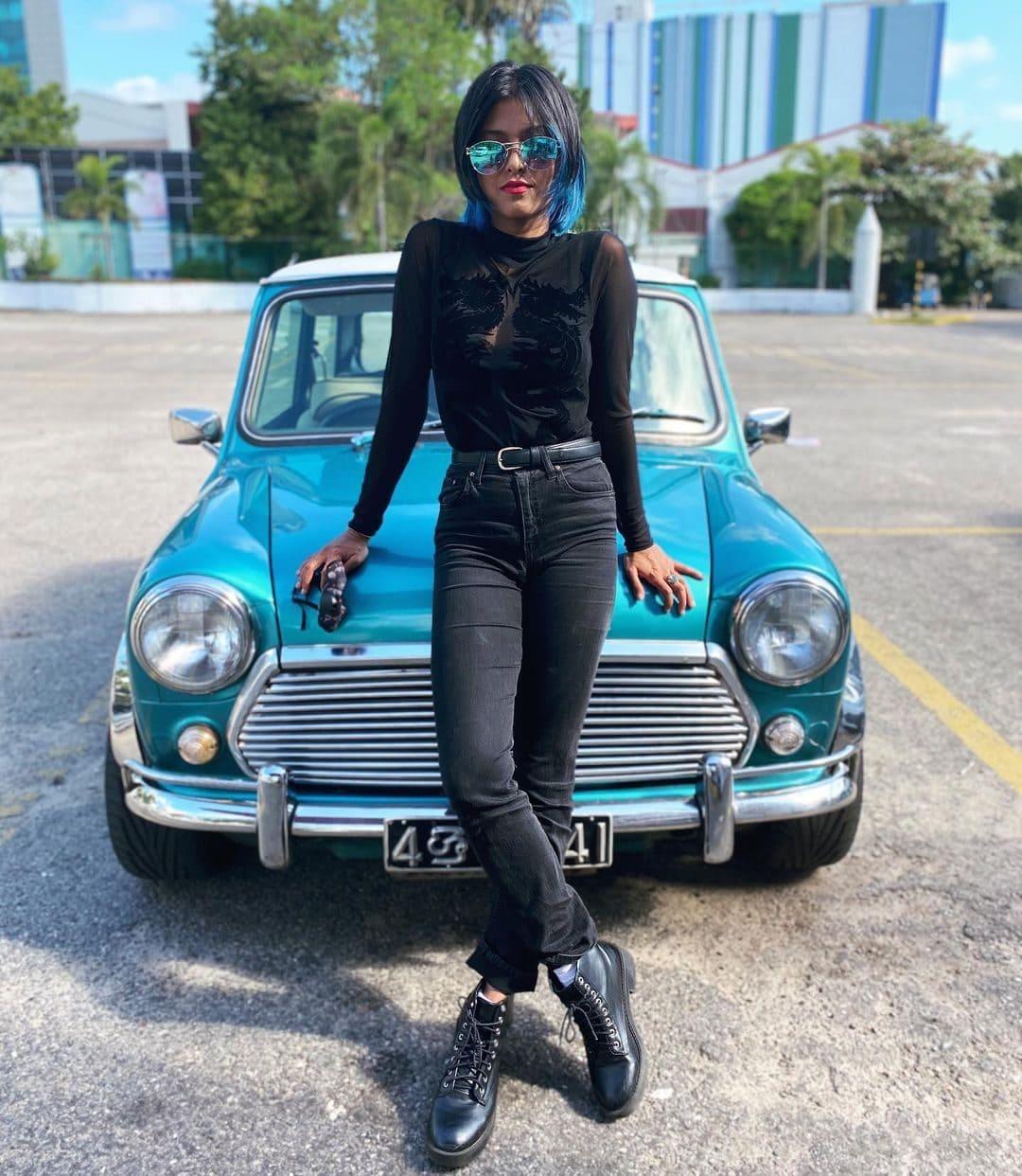 Yohani (Singer) Wiki, Age, Boyfriends, Net Worth & More 7